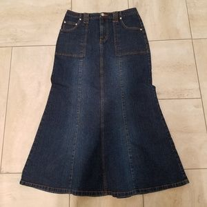 Women's size 8 Catos long modest denim skirt